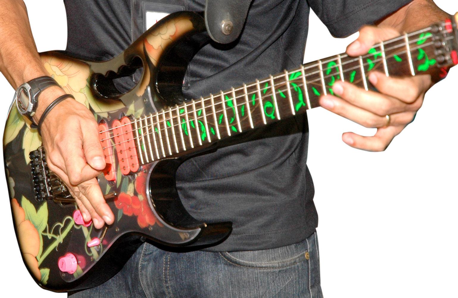 ギターを持った男性その2