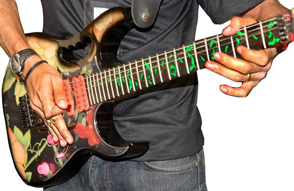 ギターを持った男性その4