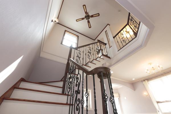吹き抜け螺旋階段の写真撮影